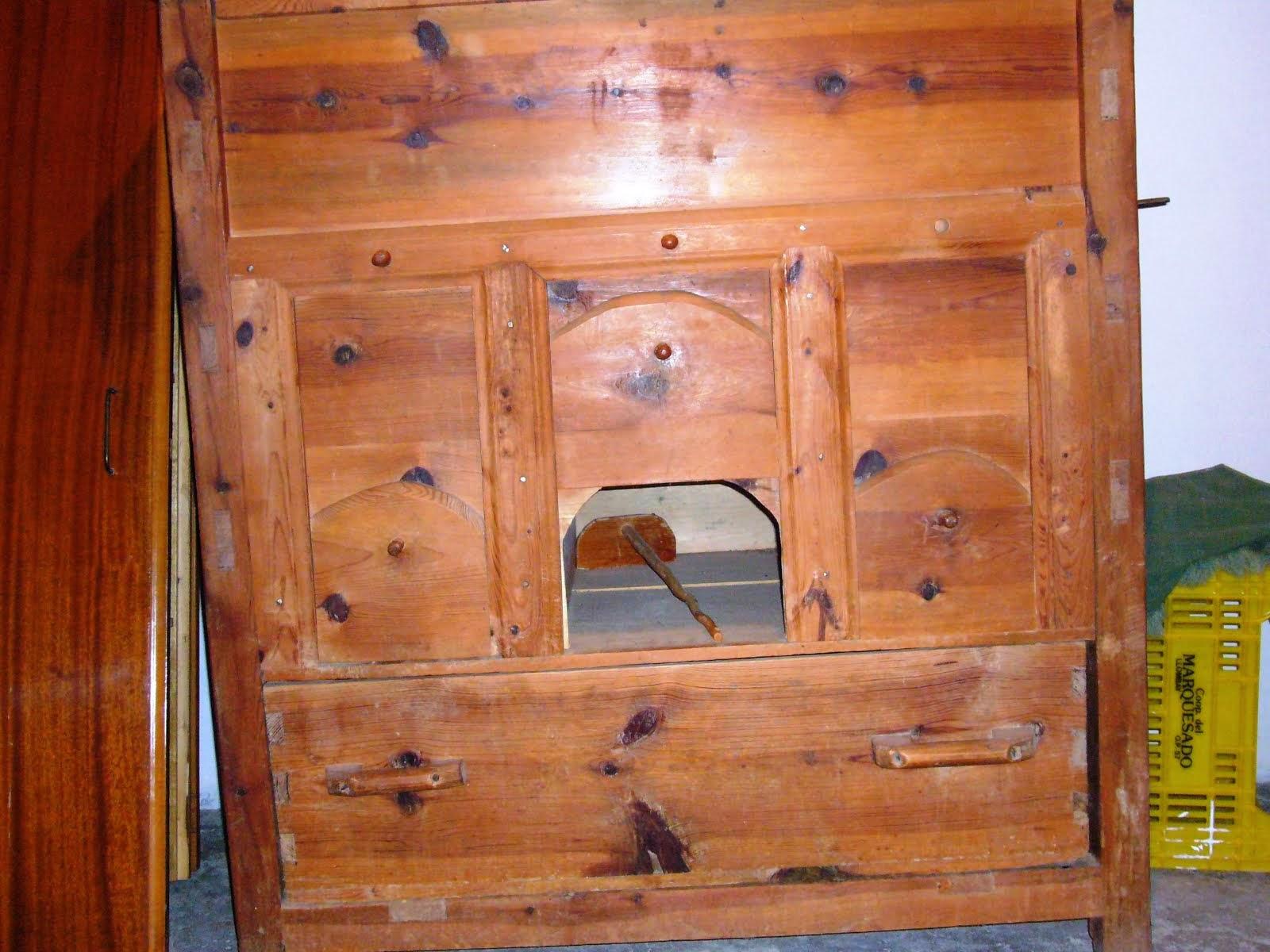 Armario/cernidor para el pan del siglo XIX