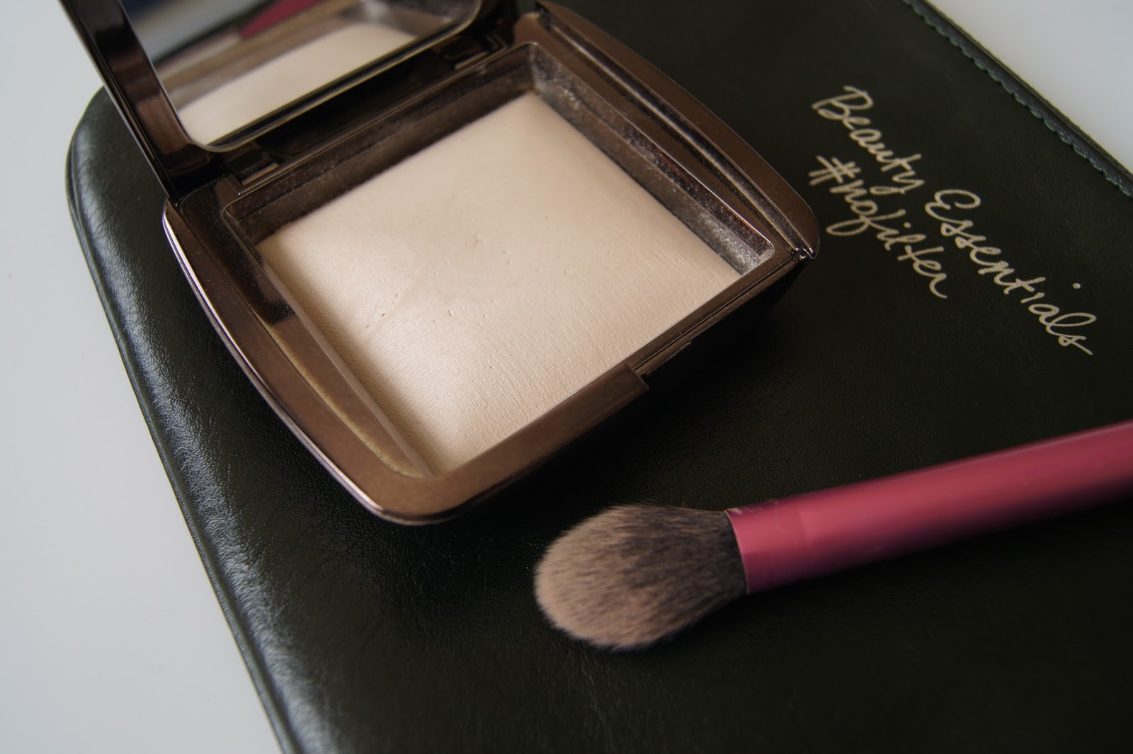 Hourglass ambient lighting powder in ethereal light review