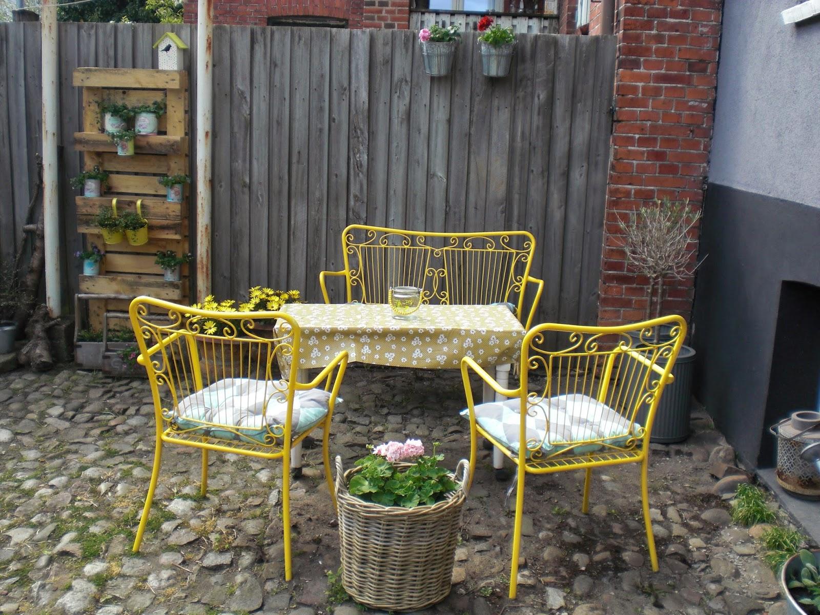 Gule havemøbler