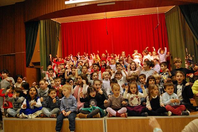 http://iclloret.blogspot.com.es/2015/12/festival-de-nadales-2015.html