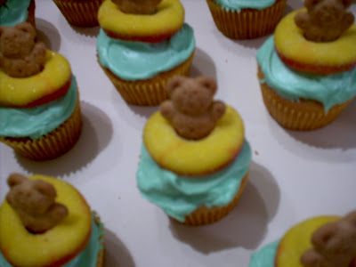 Mama bear at work swimming bear cupcakes for Swimmingpool gummi