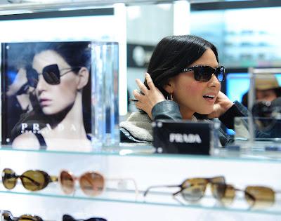 Olivia Munn Shopping Candids
