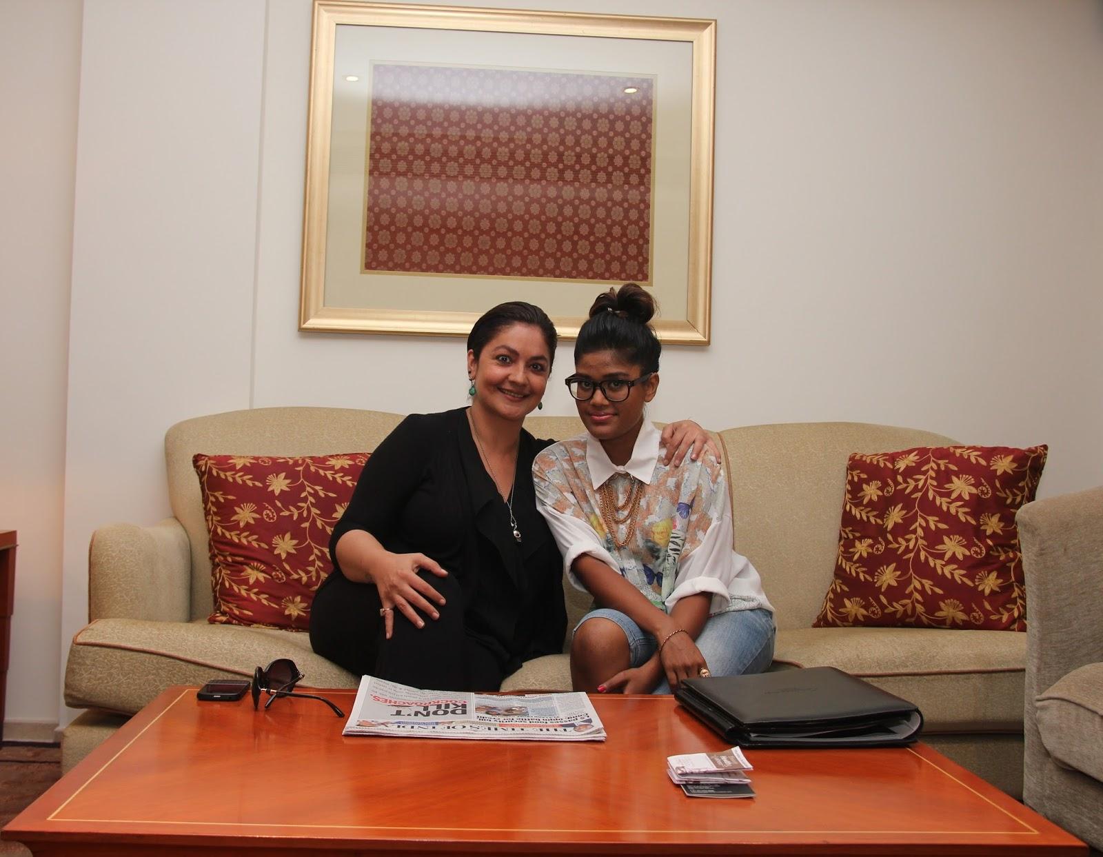 Pooja bhatt with maldivan singer unoosha who will get her for Divan singer