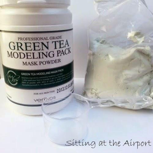 Esta mascarilla hidratante es un verdadero beneficio para todos los tipos de piel . Especialmente cuando te encuentras cansada o agotada.  Es rica en antioxidantes , vitaminas y un complejo natural de algas bioactivas.