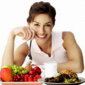Jangan terlalu mengikut selera makan yang kadang kala sukar dikawal. Walaupun sebagai ibu menyusu, anda tidak digalakkan berdiet berlebihan tetapi jangan ambil kesempatan untuk makan sesuka hati. Pastikan mengamalkan pemakanan yang berkhasiat dan seimbang bagi membekalkan nutrien kepada bayi dan dalam masa yang sama mengelakkan masalah perut buncit dan menggeleber. Kurangkan makanan berlemak dan berminyak, sebaliknya ambil makanan berprotein secukupnya bagi membina semula otot serta makanan membakar lemak seperti oat, kekacang, bayam dan salmon.