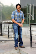 Naga Chaitanya new handsome photos stills-thumbnail-3