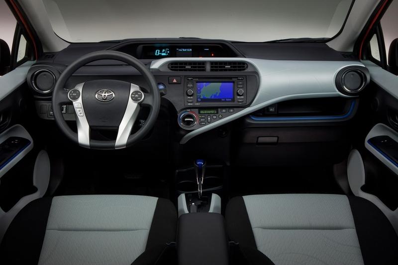 automovel Toyota Prius 2013