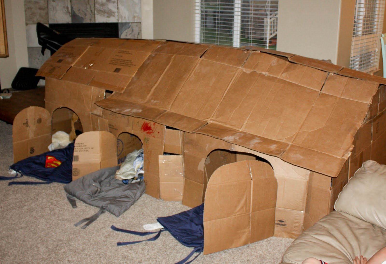 how to build awesome outdoor forts with kids