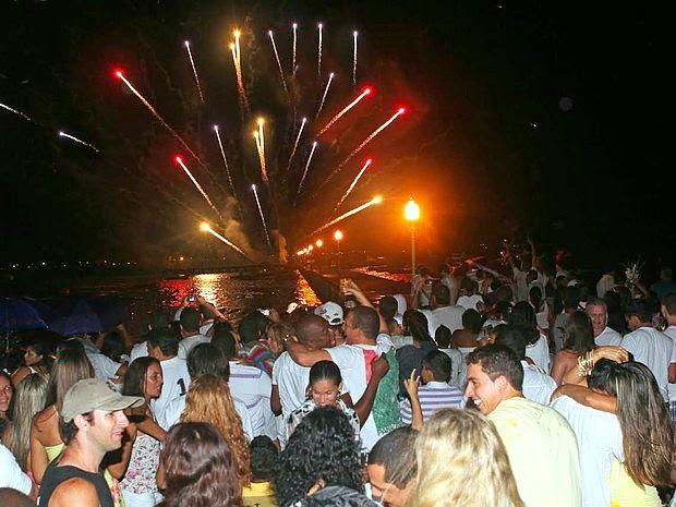 Réveillon com shows e fogos nas cidades da Região dos Lagos