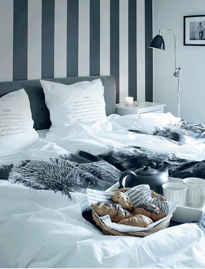 Dormitorio con cama edredon nordico y cojines decoracion bonita