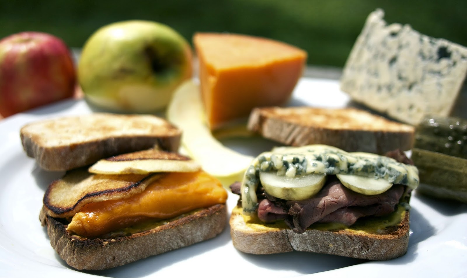 Grilled Cheese and Roast Beef Sandwiches: simplelivingeating.com