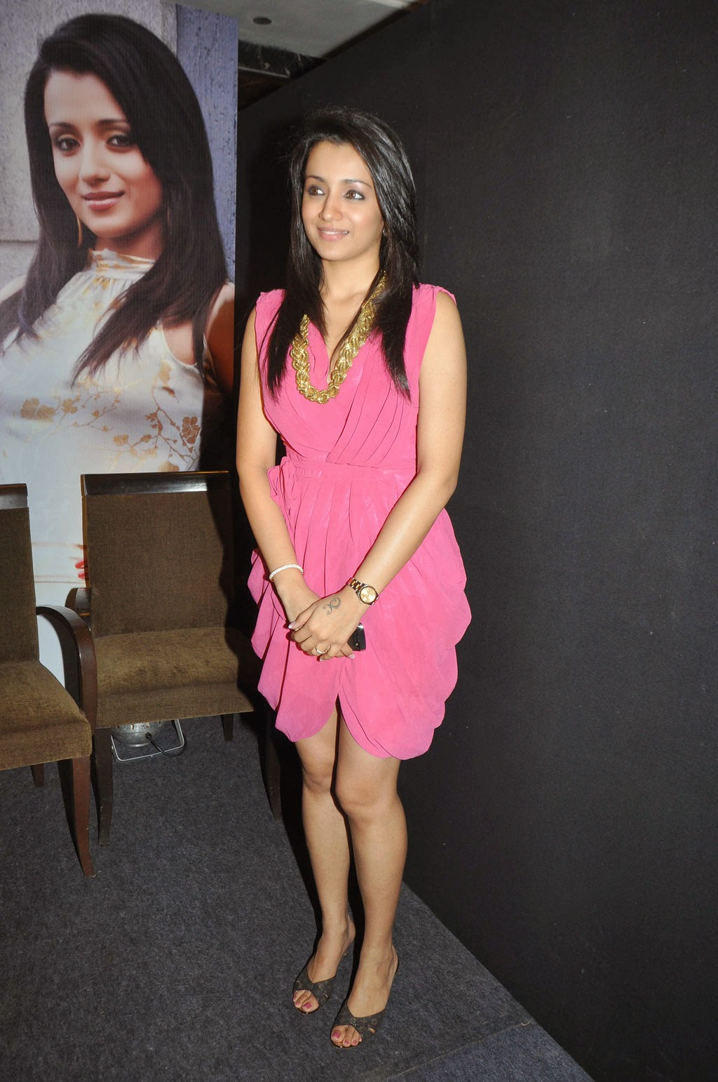 trisha latest hot wallpaper mini skirt