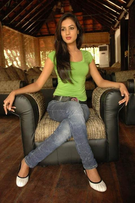 sonal chauhan in tight jeanstop glamour  images