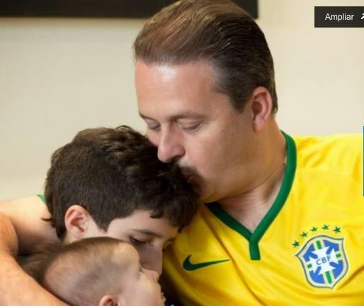 Eduardo Campos morre em Santos após queda de avião