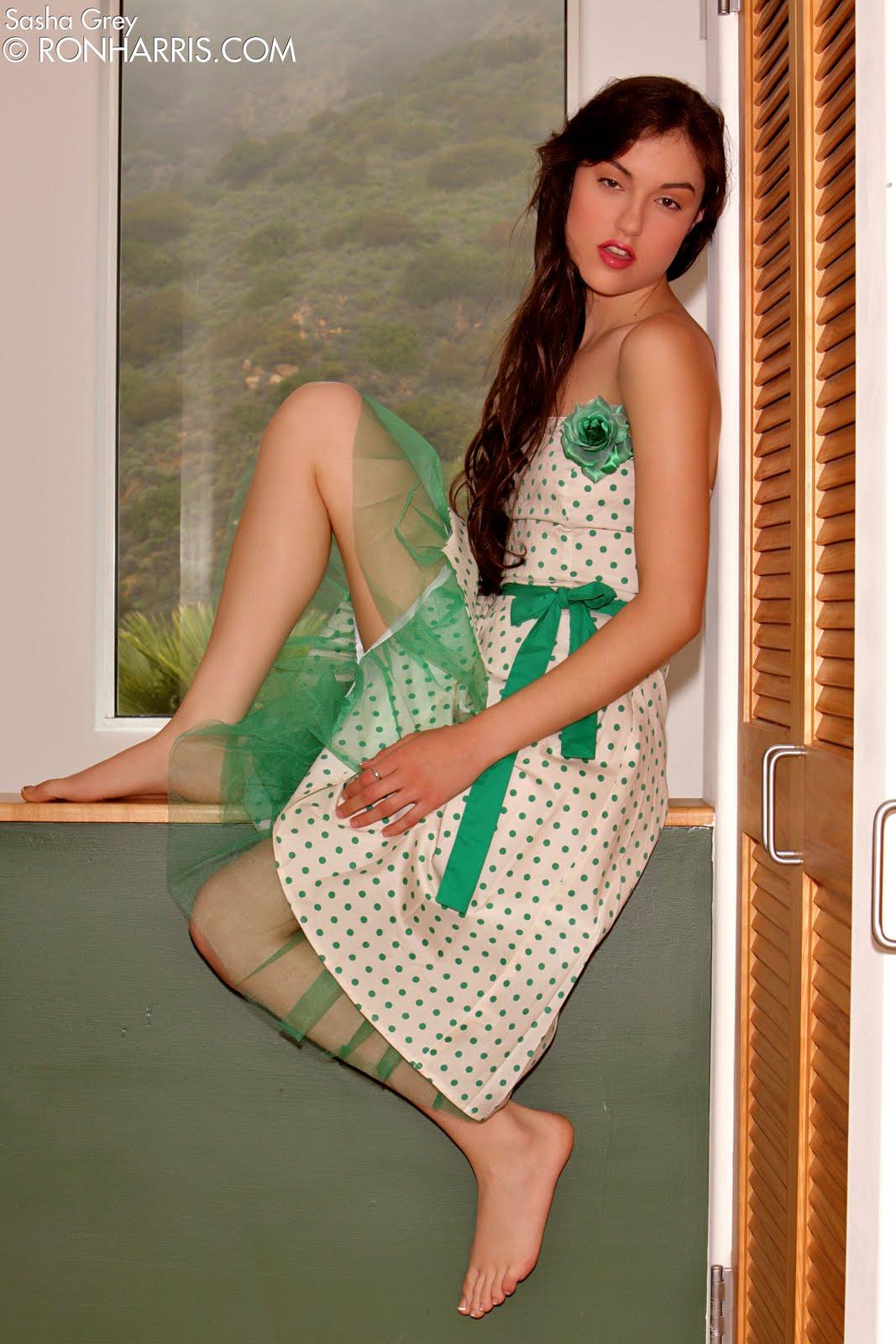 http://1.bp.blogspot.com/-9BJ5SD6YXUA/Tcw62WnNFNI/AAAAAAAABik/p1BF8Og6xtY/s1600/sasha_grey_1.jpg