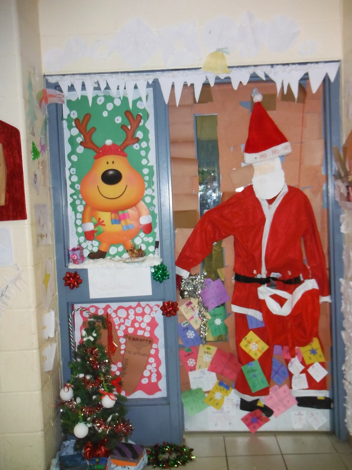 Elementary school news and events christmas door decorating contest