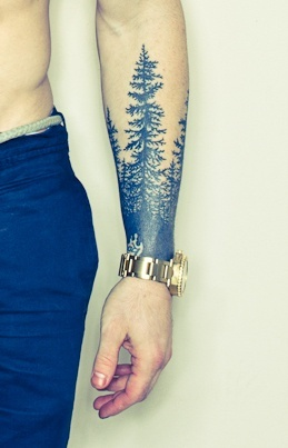 Tatuaje bosque de pinos