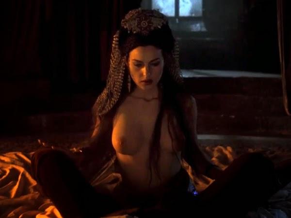 Mónica Bellucci (Novia de Drácula en Drácula de Bram Stoker)