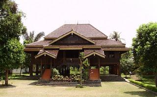 rumah adat lampung rumah tradisional Nuwo sesat lampung Gambar Rumah Adat Indonesia