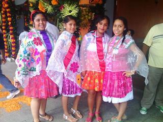 Mujeres de Coyutla, Ver
