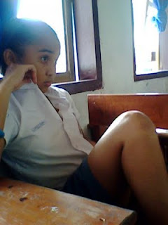 gaya+cewek+smu+kalo+lagi+di+foto+bugil+14 Kumpulan Foto HOT Gadis Belia SMU Pamer Paha