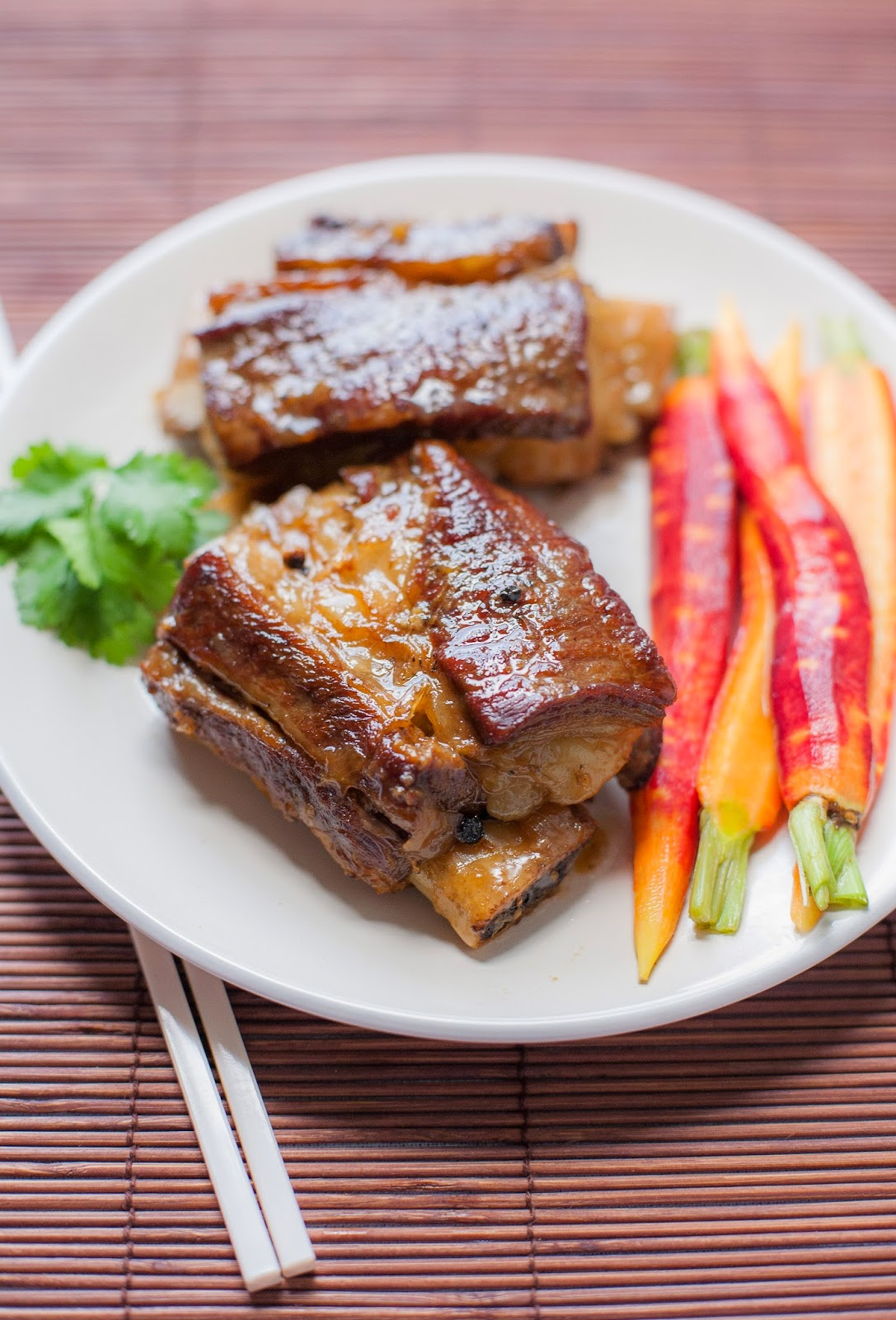 Kratiem Prik Thai Short Ribs with Quick-Pickled Carrots--a delicious and flavorful paleo meal | acalculatedwhisk.com
