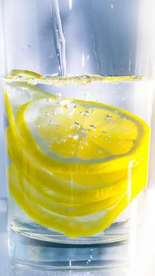 Fakta Dibalik Diet Air Lemon untuk Menurunkan Berat Badan