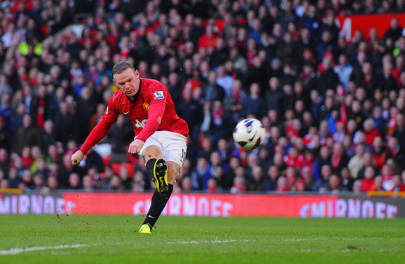 Wayne Rooney shoots to score Manchester United's fourth goal against Norwich