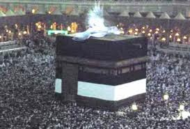 You might have seen videos or pictures on internet of angel on Kaaba ...