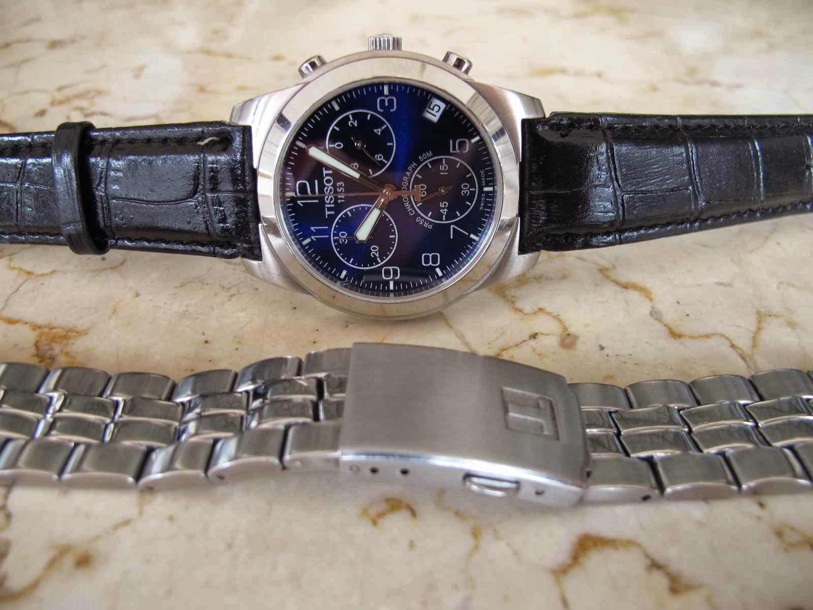 Disertakan strap kulit hitam dan bracelet bawaan TISSOT ini Kondisi bagus jalan chrono juga default Cocok untuk Anda yang sedang mencari jam tangan