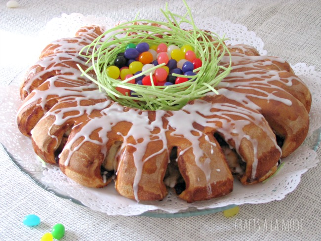 Apples, raisins, and cinnamon bread ring for Easter