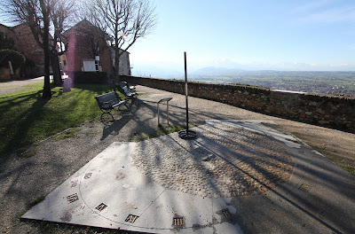 Sundial 6 in Giardino del Belvedere. Mondovì