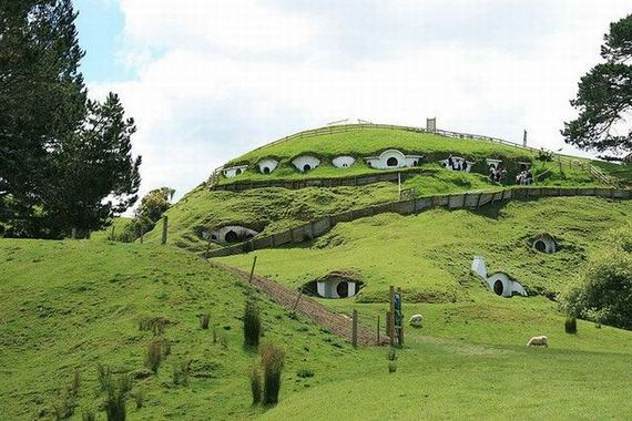 hobbiton the hobbit village from lord of the rings damn cool pictures. Black Bedroom Furniture Sets. Home Design Ideas