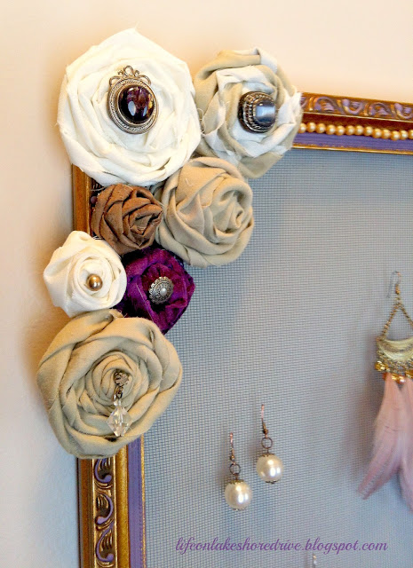 DIY jewelry organizer, jewelry, cheap diy organizer, rosettes,  tutorial, screen