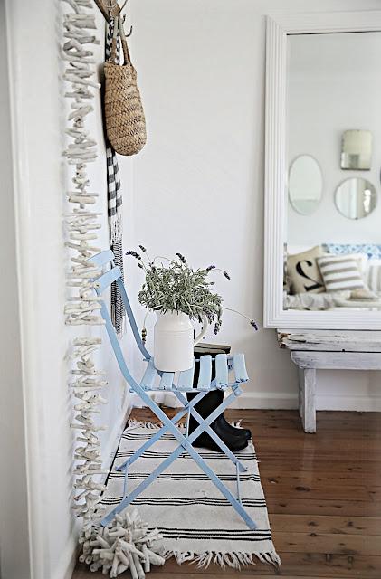 decoracion nordica vintage blanco y azul