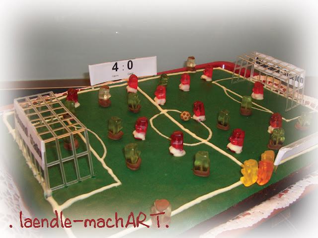 Fussballfeld als Kuchen