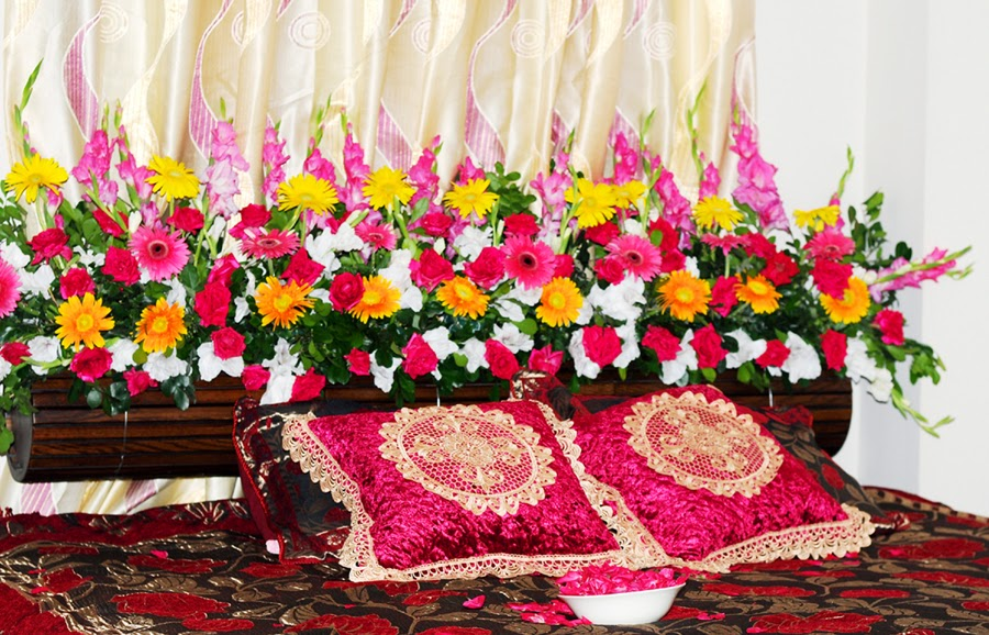 Bengali wedding guide wedding flower bed decoration ideas for Bed decoration with roses