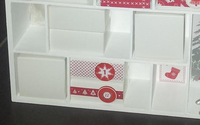 calendrier de l'avent avant maison bois vitrine décoratif original blanc rouge bougies soi-même