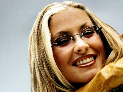 Anastacia Smiling Wallpaper