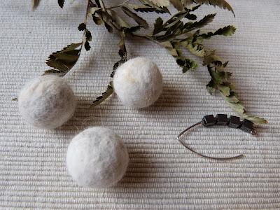 filcowanie na sucho, filcowanie z sierści kota perskiego, kolczyki filc, kolczyki handmade,