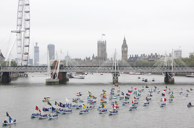 Queen+Diamond+Jubilee+Thames+Pageant+photos+Boats+carrying+Commonwealth+flags