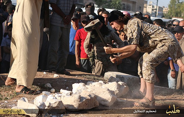 ISIS smashes priceless Palmyra artefacts