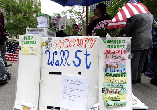 PROTESTOS EM WALL STREET ENTRAM NA TERCEIRA SEMANA E SE ESPALHAM PELOS EUA