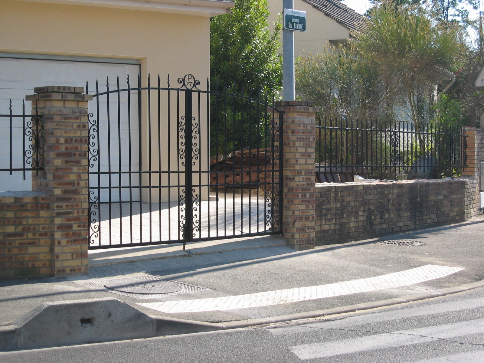 Cl ture portail et portillon gagny 93 ferronnerie le fur for Cloture et portillon