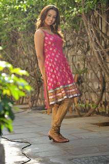 Actress Ester Noronha Latest Pictures in Sleeveless Salwar Kameez  0014.JPG