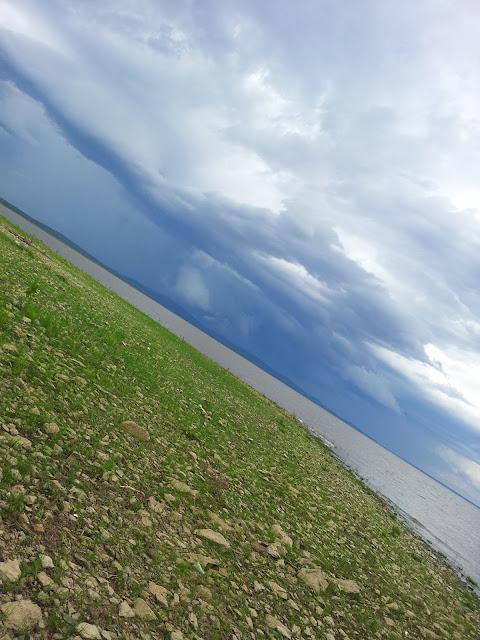 Набежавшие над озером тучи