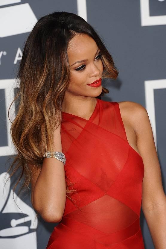 Rihanna preciosa y marcando pezones en los Grammys