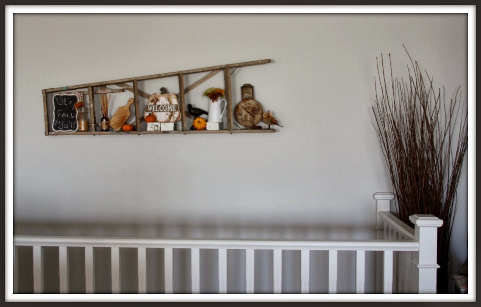 That country place fall back last of the fall decor for Ladder house decor
