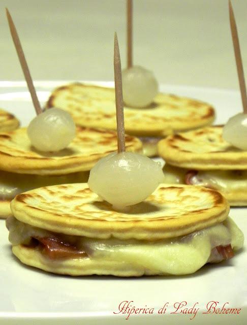 hiperica_lady_boheme_blog_cucina_ricette_gustose_facili_e_veloci_piadina_con_prosciutto_e_mozzarella