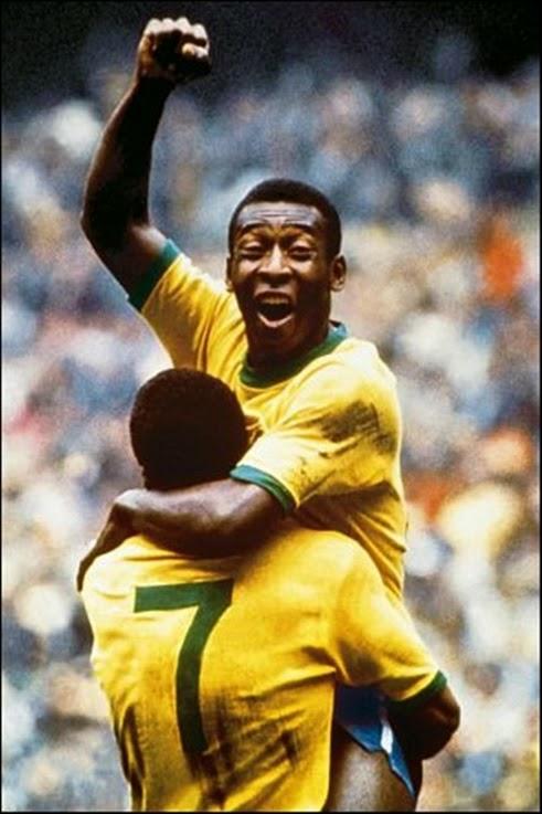Pelé comemorando com Jairzinho, gol na final da copa 1970.